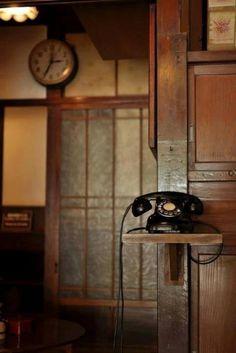 黒電話 Japanese old phone Telephone Vintage, Vintage Phones, Nail Designer, Old Phone, Craftsman Style, Craftsman Interior, Vintage Love, Vintage Bag, Vintage Style