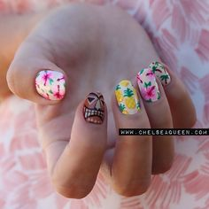 getnail-d:  After spending last week in Hawaii (so amazing!) I had to do some Hawaiian inspired nail art
