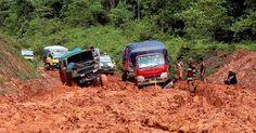 Jalan hancur dimusim penghujan seperti ini tidak akan terjadi lagi. Dapat dikeraskan dengan ROTEC Soil Stabilizer.