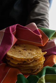 tortillas de maíz Authentic Mexican Recipes, Mexican Food Recipes, Vegetarian Recipes, Snack Recipes, Ethnic Recipes, Empanadas, Sandwiches, Tacos, Chips