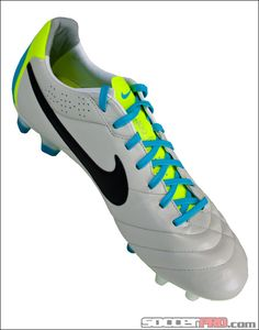 These are the cleats I have! Gave me blisters at first but now I LOVE them! Best Soccer Shoes, Soccer Boots, Football Shoes, Football Soccer, Messi Soccer, Soccer Goalie, Soccer Cleats, Soccer Players, Adidas Cleats