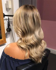 That shine and these waves! Hair Boutique, Auckland, Hair Goals, Hairdresser, Stylists, Waves, Long Hair Styles, Beauty, Instagram