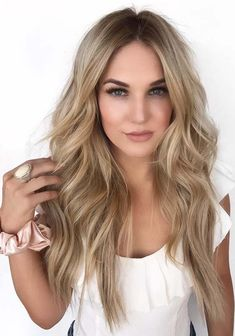 41 Awesome Mane Chick Hair Colors & Hairstyles in 2018. Visit here the stunning ideas of mane chick hair colors and hairstyles to create in year 2018. This is one of the chic celebrity worn hairstyles that you may also use to sport. Just because of its unique looks and shades fashionable ladies always prefer it too much. Choose the best mane chic hairstyle for you in 2018.