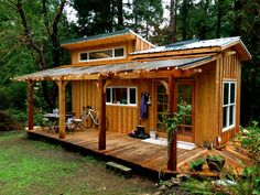 Lots of lovely handu002Dcrafted details in this selfu002Dbuilt tiny house in…