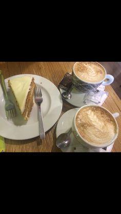 Espectacular el carrot cake!! Los cafés también están muy buenos!! Sitio recomendable y