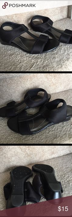 Lifestride comfort slip on sandals. Size 7 EUC. Lifestride comfort slip on sandals. Size 7 EUC. Life Stride Shoes Sandals