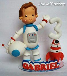 Topo de bolo personalizado menino astronauta.