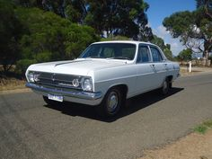 IMMACULATE HR HOLDEN PREMIER ORIGINAL CONDITION WITH BOOKS SUIT COLLECTOR HD HK