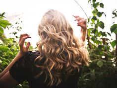 Top 5 heatless curls for quick and easy DIY hairstyles that last and don't damage your hair and work with any hair type. Summer Hairstyles, Diy Hairstyles, Volume Hairstyles, Blonde Hairstyles, Lila Shampoo, Best Purple Shampoo, Curly Hair Styles, Natural Hair Styles, Locs Styles