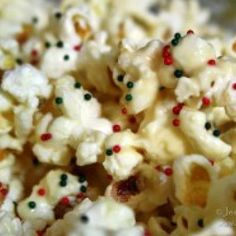 White Chocolate Christmas Popcorn {Christmas Recipes}