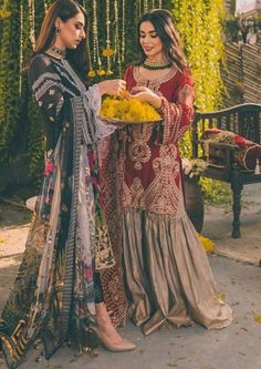 Asian Wedding Dress Pakistani, Pakistani Mehndi Dress, Simple Pakistani Dresses, Pakistani Fashion Casual, Wedding Dresses For Girls, Pakistani Dress Design, Pakistani Outfits, Designer Party Wear Dresses, Indian Designer Outfits