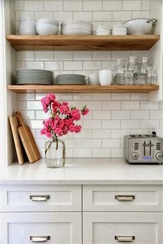 White kitchen cabinets, white worktop, white subway tiles and open wood shelves Kitchen Inspirations, Small Kitchen, Kitchen Remodel, Kitchen Decor, Home Decor, New Kitchen, Kitchen Dining Room, Home Kitchens, Kitchen Renovation
