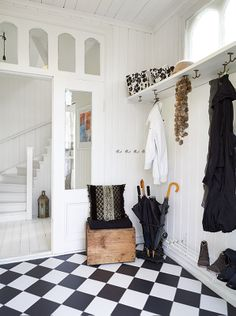 Everything. Stairs, woodwork, door, THE BLK&WHT FLOOR!!!