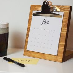 A new year means it's time for a new calendar. Create this cool desktop calendar for your office, on the DIY Diary. Desktop Calendar, Diy Calendar, Printable Calendar Template, Desk Calendars, Calendars 2016, Diy Organizer, Diy Organization, Diy Desk, Diy Projects To Try