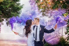Цветной дым Wedding Couple Poses, Couple Shoot, Wedding Pictures, Color Smoke Bomb, Smoke Bomb Photography, Colored Smoke, Lakeside Wedding, Quirky Wedding, Glitter Wedding