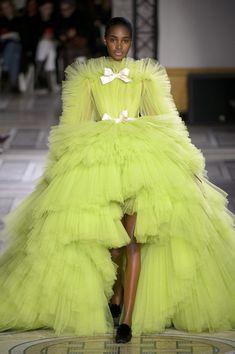 haute couture dress couture couture dresses couture kleider couture rose couture rules Just WOW: Giambattista Valli Haute Couture Fashion Week, Runway Fashion, High Fashion, Fashion Show, Gypsy Fashion, Fashion Design, Fashion Goth, Couture Dresses, Fashion Dresses