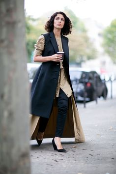 #YasminSewell floor sweeping coat. Paris