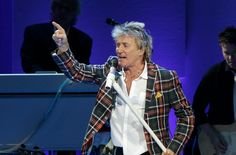 We're LOVING @rodstewart right now! Watch him LIVE from #RockInRio here: http://aol.it/1gyJXFp  #RodStewart