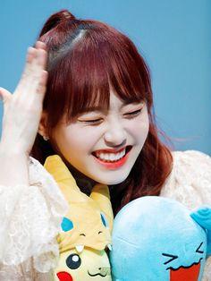 Kpop Girl Groups, Kpop Girls, Chuu Loona, Olivia Hye, Peach Colors, Pop Group, Rapper, Archive, Twitter