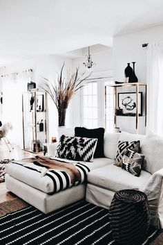 Black and gold room ideas black and white living room ideas home ideas home decor living room white living room decor black white and gold dorm room ideas Living Room White, Home Living Room, Apartment Living, Living Room Designs, Living Spaces, Small Living, Modern Living, White Bedroom, Apartment Therapy