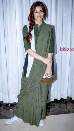 Beautiful Saree, Beautiful Indian Actress, Blouse And Skirt, Shirt Dress, Lucknowi Kurta, Sari, Girly Girl, Indian Wear, Indian Beauty