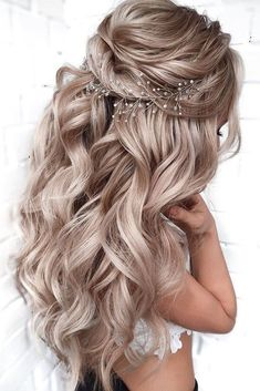wedding hairstyles for curly hair updo ~ wedding hairstyles for curly hair ; wedding hairstyles for curly hair updo ; wedding hairstyles for curly hair long ; wedding hairstyles for curly hair curls ; wedding hairstyles for curly hair short Long Hair Wedding Styles, Elegant Wedding Hair, Wedding Hair Down, Wedding Hairstyles For Long Hair, Wedding Hair And Makeup, Hairstyles For Weddings Bridesmaid, Bride Hairstyles Down, Hair For Bridesmaids, Wedding Half Updo