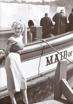 Marilyn photographed during the production of Niagara by Jock Carroll in August 1952.