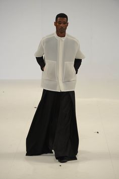 Rubina Khanum of Salford University noted a minimal, oversized silhouette, drawing inspiration from over-exaggerated men's tailoring. A sartorial palette of black and white is key to creating this streamlined look