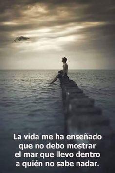 La vida me ha enseñado que no debo mostrar el mar que llevo dentro a quién no sabe nadar.  #sientetualma #sabiduriaparaelalma #frasesdeamor #vida #mar