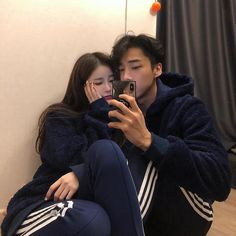 Image about girl in 🌙 ulzzang couples🌙 by 𝓵𝓾𝓷𝓪 Korean Girl Ulzzang, Couple Ulzzang, Cute Couple Pictures, Couple Photos, Couple Goals Cuddling, Korean Best Friends, Uzzlang Girl, Korean Couple, Photo Couple