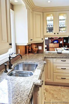 Traditional Antique White Kitchen Cabinets #25 (Kitchen-Design-Ideas.org)