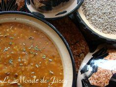 Chorba frik ist eine tunesische Weizenschrotsuppe, die besonders im Ramadan eine…