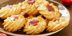 Fini's Feinstes - Fini's Feinste Ideen - Weihnachtliches backen - Dinkelsterne Snack Recipes, Snacks, Peanut Butter Cookies, Winter Food, Christmas Treats, Biscotti, Macaroni And Cheese, Waffles, Chips