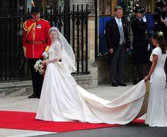 www.styleandthebride.co.uk558 × 460Pesquisa por imagem Kate looked absolutely beautiful in her Alexander McQueen wedding gown.- Pesquisa Google