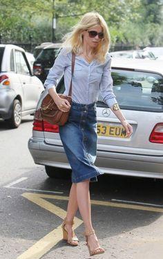 デニムスカートは、もっと大人っぽく着こなせるんです。今まで敬遠していた方も、この記事を読めば、きっとデニムスカートのイメージが変わるはず!デニムスカートの着こなしをマスターして、コーデの幅を広げよう。