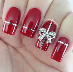 18 Perfectly Manicured Bow Nails - A perfect Christmas present mani with striping tape and a gorgeous bow.