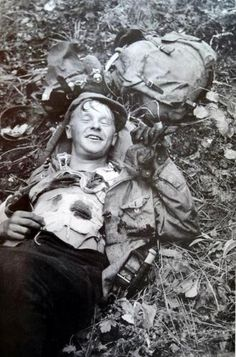 COURAGE A Finnish soldier wounded by a Soviet sniper smiles for a photograph during the Finnish-Soviet Continuation War. Vietnam War Photos, Classic Series, Vietnam Veterans, History Facts, Military History, Historical Photos, World War Ii, Wwii, Pictures