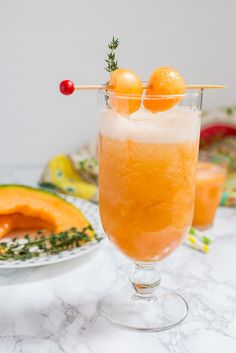 9 Must-Try Tequila Cocktail Rezepte - Food - Cocktails Tequila Drinks, Fun Drinks, Cocktail Tequila, Mixed Drinks, Orange Cocktail, Alcoholic Beverages, Party Drinks, Cocktail Drinks, Tequila Sunrise Recipe