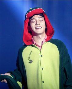 Chen in his dinosaur onesie Exo Chen, Kim Jongdae, Kim Junmyeon, Kris Wu, Exo Members, Beautiful Smile, Pop Group, Chanyeol, Onesies