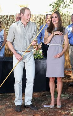 Prince William Duke of Cambridge and Catherine, Duchess of Cambridge are presented with a spear during a visit to an indigenous Training AcademyApril 2014 in Ayers Rock, Australia. Princesa Kate Middleton, Kate Middleton Dress, Kate Middleton Prince William, Kate Middleton Photos, Prince William And Catherine, Kate Middleton Style, William Kate, Duchess Kate, Duke And Duchess