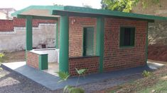 Arquitetura Sustentavel: Estudantes brasileiros constroem casa de garrafa P...