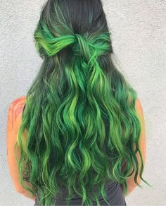 The grass is always greener on the other side . Green Hair Colors, Hair Dye Colors, Cool Hair Color, Neon Hair, Blue Hair, Pulp Riot Hair, Corte Y Color, Hair Game, Grunge Hair