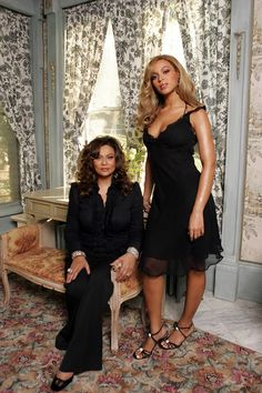 Beyonce and Tina Tina Knowles, Beyonce Knowles, Beyonce Style, Beyonce And Jay Z, Queen B, Black Queen, Zendaya Dress, Celebrity Sunglasses, Red Carpet Looks
