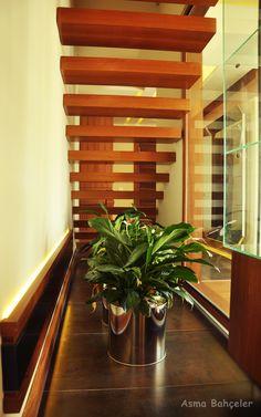 Merdiven altı dekorasyonu. / Decoration under stairs.