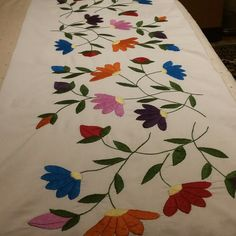 Mexican Embroidery, Hand Embroidery Designs, Necktie Quilt, Bed Cover Design, Embroidered Cushions, Bed Runner, Fabric Painting, Table Runners, Diy And Crafts