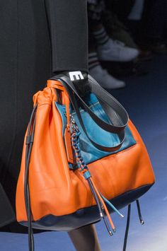 Versace Fall 2017 Fashion Show Details, Milan Fashion Week, MFW, Runway, TheImpression.com - Fashion news, runway, street style, models