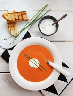 Creamy tomato and carrot soup with chilli and Greek yogurt Greek Yogurt, Yoghurt, Carrot Soup, Russian Recipes, What To Make, Chorizo, Lchf, Food To Make, Carrots