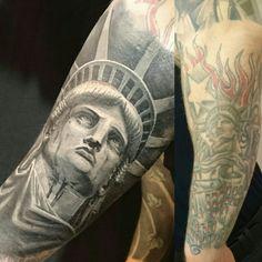 Statue of liberty tattoo Weird Tattoos, Badass Tattoos, Up Tattoos, Future Tattoos, Body Art Tattoos, Sleeve Tattoos, Tattoos For Guys, Flag Tattoos, Awesome Tattoos