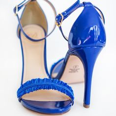 Make these Oscar de la Renta inspired DIY feather strap heels with some floss and glue!