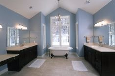 foxy-bath-blue-clawfoot